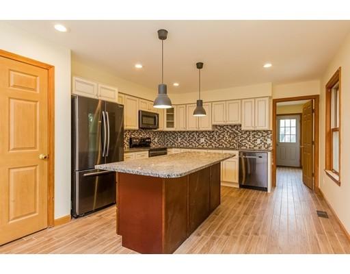Частный односемейный дом для того Продажа на 66 Groton Road 66 Groton Road Shirley, Массачусетс 01464 Соединенные Штаты