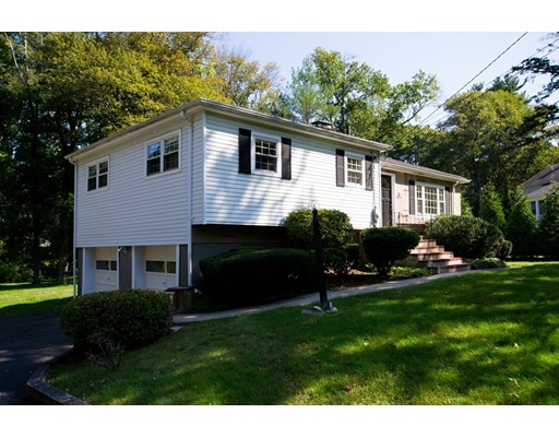 Casa Unifamiliar por un Venta en 11 Greenbriar Road 11 Greenbriar Road Canton, Massachusetts 02021 Estados Unidos