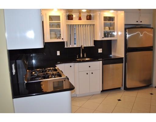 獨棟家庭住宅 為 出售 在 233 Maverick Street 233 Maverick Street Boston, 麻塞諸塞州 02128 美國