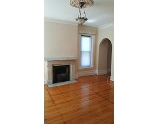 Apartamentos multi-familiares para Venda às 33 Moreland Street 33 Moreland Street Boston, Massachusetts 02119 Estados Unidos