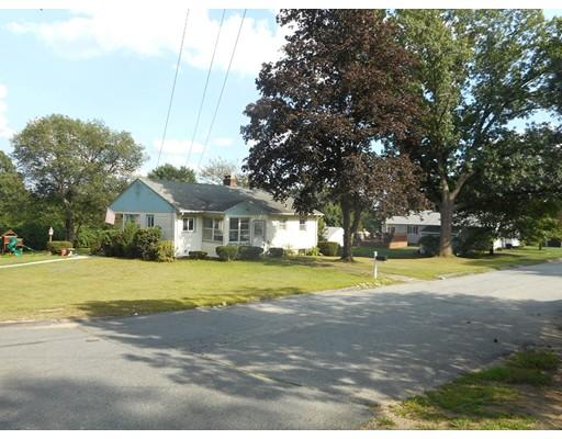 Casa Unifamiliar por un Venta en 16 Oak Hill Drive 16 Oak Hill Drive Cumberland, Rhode Island 02864 Estados Unidos