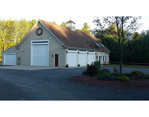 Maison unifamiliale pour l Vente à 78 New Braintree Road 78 New Braintree Road West Brookfield, Massachusetts 01585 États-Unis