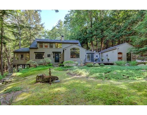 独户住宅 为 销售 在 422 Umpachene Falls Road New Marlboro, 马萨诸塞州 01230 美国