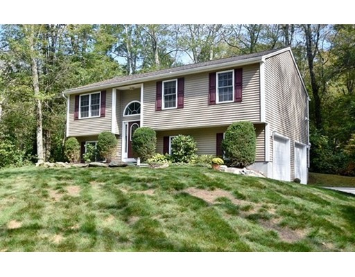 واحد منزل الأسرة للـ Sale في 130 Keach Pond Drive 130 Keach Pond Drive Glocester, Rhode Island 02814 United States