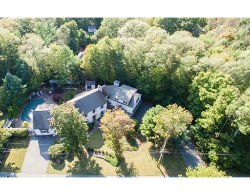 Частный односемейный дом для того Продажа на 1 Hunts Pond Lane 1 Hunts Pond Lane Abington, Массачусетс 02351 Соединенные Штаты