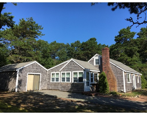 Casa Unifamiliar por un Venta en 127 Indian Trail Dennis, Massachusetts 02639 Estados Unidos
