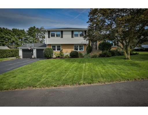 Частный односемейный дом для того Продажа на 142 Rosemary Road 142 Rosemary Road Dedham, Массачусетс 02026 Соединенные Штаты