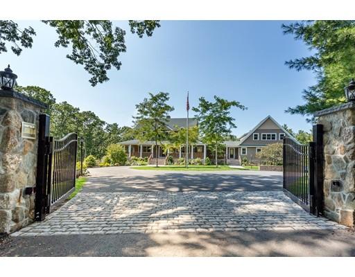 واحد منزل الأسرة للـ Sale في 121 Indian Lane 121 Indian Lane Canton, Massachusetts 02021 United States
