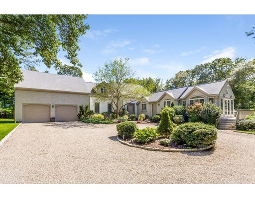 Casa Unifamiliar por un Venta en 351 Hollidge Hill Lane 351 Hollidge Hill Lane Barnstable, Massachusetts 02648 Estados Unidos