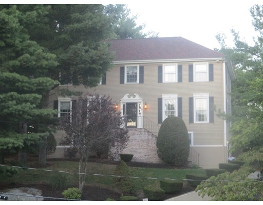 Частный односемейный дом для того Продажа на 5 Roosevelt Road 5 Roosevelt Road Wakefield, Массачусетс 01880 Соединенные Штаты
