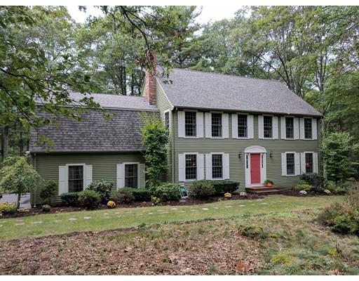 独户住宅 为 销售 在 158 Beach Street 158 Beach Street Foxboro, 马萨诸塞州 02035 美国