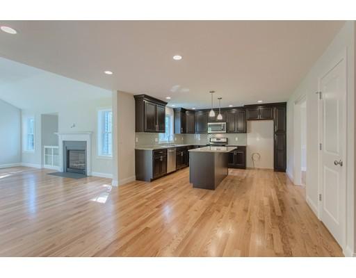 独户住宅 为 销售 在 57 Chapman Street 57 Chapman Street Dunstable, 马萨诸塞州 01827 美国