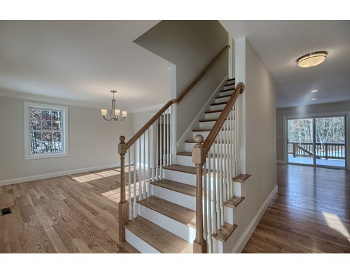 Additional photo for property listing at 33 Chapman Street 33 Chapman Street Dunstable, Massachusetts 01827 États-Unis