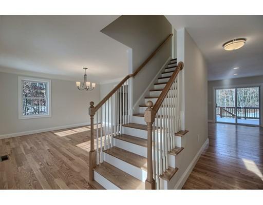 واحد منزل الأسرة للـ Sale في 33 Chapman Street 33 Chapman Street Dunstable, Massachusetts 01827 United States