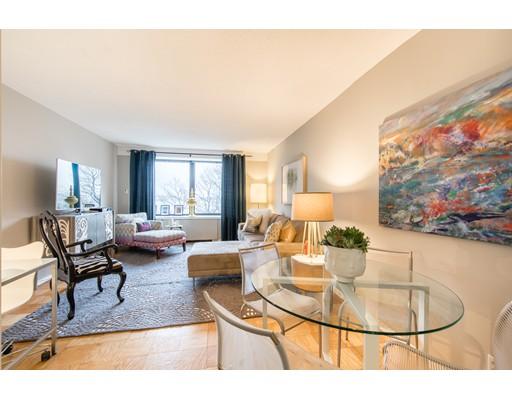 Condominium for Rent at 65 East India Row #4D 65 East India Row #4D Boston, Massachusetts 02110 United States