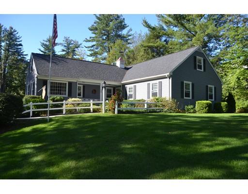 واحد منزل الأسرة للـ Sale في 32 Country Club Drive 32 Country Club Drive Monson, Massachusetts 01057 United States