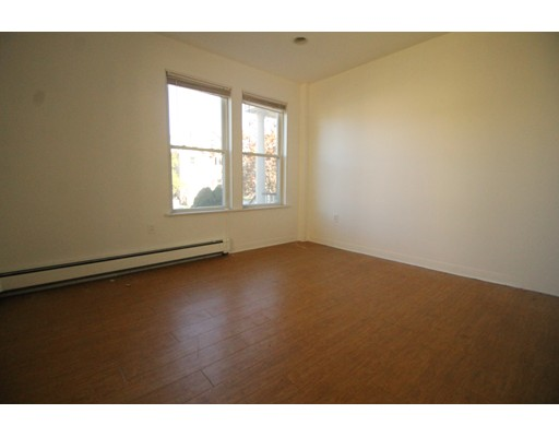 Apartamento por un Alquiler en 67 Ashford St #1 67 Ashford St #1 Boston, Massachusetts 02134 Estados Unidos