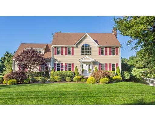 Частный односемейный дом для того Продажа на 106 King Philip Street 106 King Philip Street Raynham, Массачусетс 02767 Соединенные Штаты