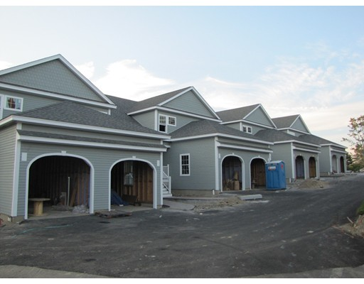 Appartement en copropriété pour l Vente à 4 Eastern Point #4 4 Eastern Point #4 Shrewsbury, Massachusetts 01545 États-Unis
