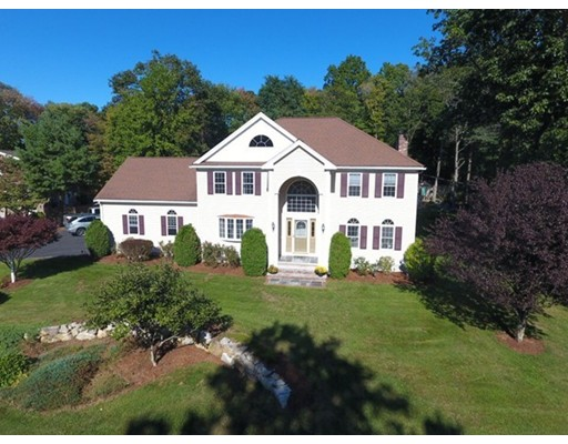 Maison unifamiliale pour l Vente à 4 Hunts Pond Road 4 Hunts Pond Road Abington, Massachusetts 02351 États-Unis