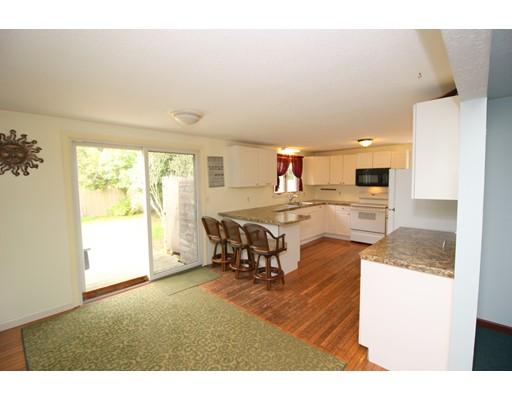 Maison unifamiliale pour l Vente à 10 Stevens Way 10 Stevens Way Harwich, Massachusetts 02645 États-Unis