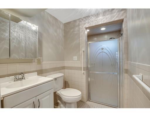 多户住宅 为 销售 在 101 Pond Street 斯托纳姆, 马萨诸塞州 02180 美国