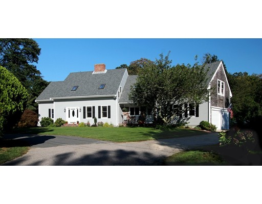 Maison unifamiliale pour l Vente à 89 Long Pond Road 89 Long Pond Road Brewster, Massachusetts 02631 États-Unis