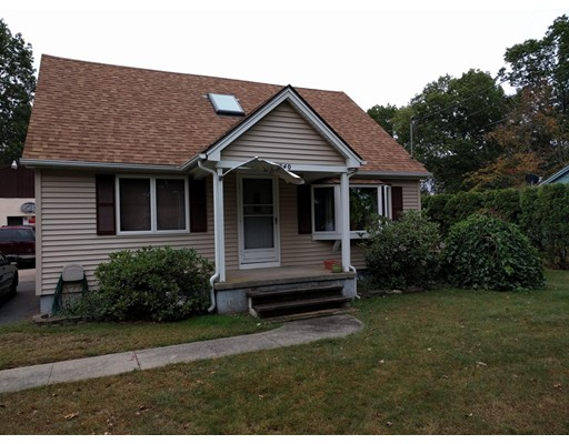 واحد منزل الأسرة للـ Sale في 240 West Street 240 West Street Ludlow, Massachusetts 01056 United States