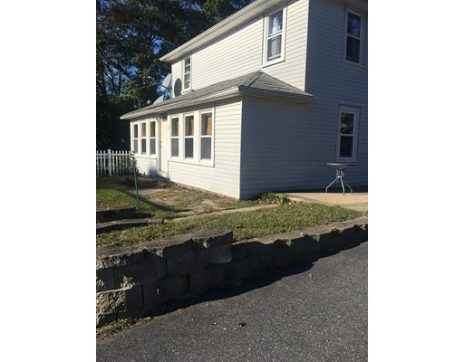 公寓 为 出租 在 22 Grove St #1 22 Grove St #1 Wareham, 马萨诸塞州 02558 美国