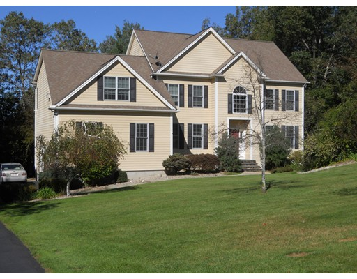 Single Family Home for Sale at 9 Murphys Way 9 Murphys Way Uxbridge, Massachusetts 01569 United States