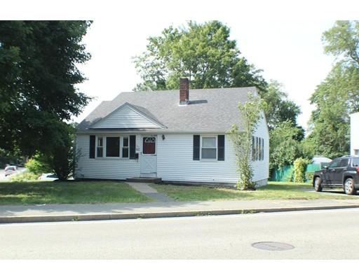 Casa Unifamiliar por un Alquiler en 421 E Ashland Street 421 E Ashland Street Brockton, Massachusetts 02302 Estados Unidos