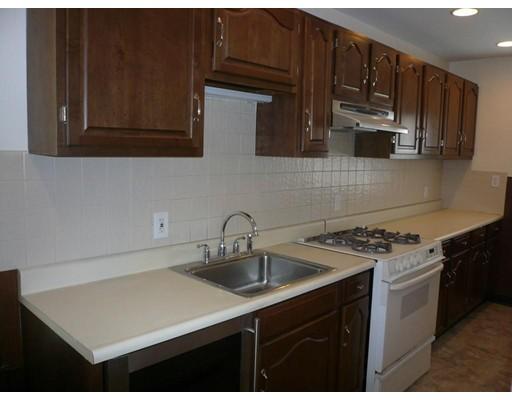 Частный односемейный дом для того Аренда на 43 webster Street 43 webster Street Everett, Массачусетс 02149 Соединенные Штаты