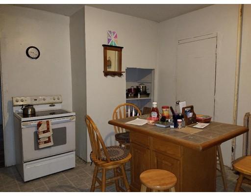 متعددة للعائلات الرئيسية للـ Sale في 70 Walnut Street 70 Walnut Street Fitchburg, Massachusetts 01420 United States