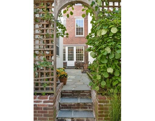 Частный односемейный дом для того Продажа на 34 W. Cedar 34 W. Cedar Boston, Массачусетс 02108 Соединенные Штаты
