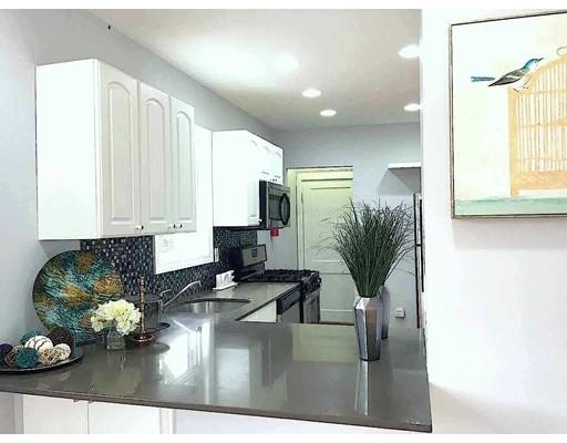 共管式独立产权公寓 为 销售 在 276 Concord Avenue 坎布里奇, 马萨诸塞州 02138 美国