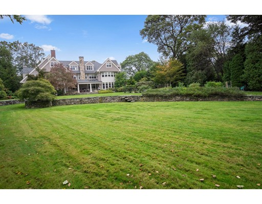 Maison unifamiliale pour l Vente à 235 Highland Street 235 Highland Street Newton, Massachusetts 02465 États-Unis