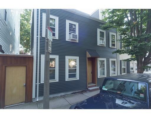 Casa Multifamiliar por un Venta en 209 West Third Street Boston, Massachusetts 02127 Estados Unidos