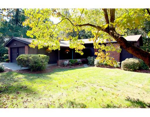 واحد منزل الأسرة للـ Sale في 11 Breton Drive 11 Breton Drive Canton, Massachusetts 02021 United States