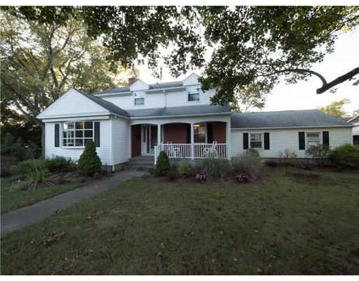 Частный односемейный дом для того Продажа на 903 Mendon Road 903 Mendon Road Woonsocket, Род-Айленд 02895 Соединенные Штаты