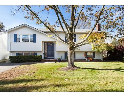 Частный односемейный дом для того Продажа на 175 East Street 175 East Street Foxboro, Массачусетс 02035 Соединенные Штаты