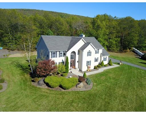 Частный односемейный дом для того Продажа на 77 Cheryl Circle 77 Cheryl Circle Belchertown, Массачусетс 01007 Соединенные Штаты