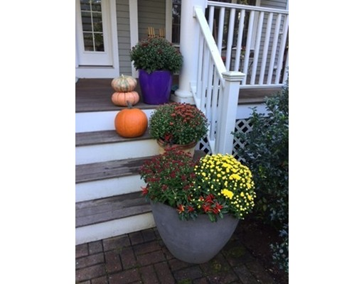 واحد منزل الأسرة للـ Sale في 16 Barton Road 16 Barton Road Stow, Massachusetts 01775 United States
