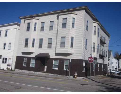 Частный односемейный дом для того Аренда на 79 School Street 79 School Street Webster, Массачусетс 01570 Соединенные Штаты