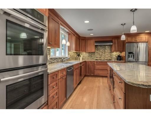 Maison unifamiliale pour l Vente à 66 Edgemont Avenue 66 Edgemont Avenue Reading, Massachusetts 01867 États-Unis