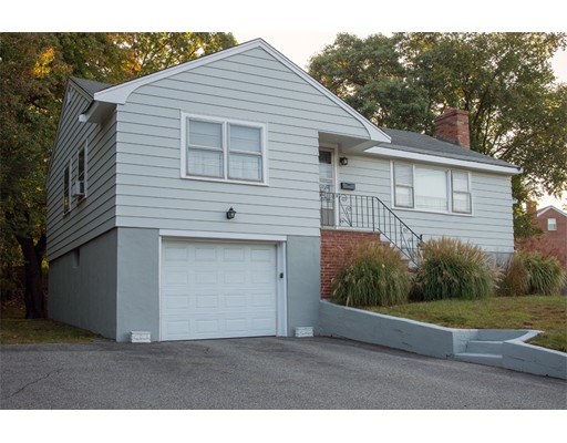 واحد منزل الأسرة للـ Sale في 220 Park Street 220 Park Street Stoneham, Massachusetts 02180 United States