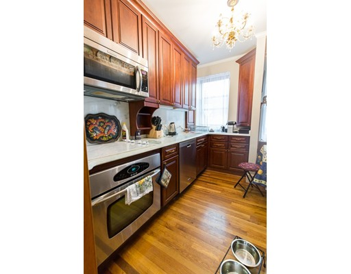Additional photo for property listing at 69 Myrtle St #2 69 Myrtle St #2 Boston, Massachusetts 02114 États-Unis