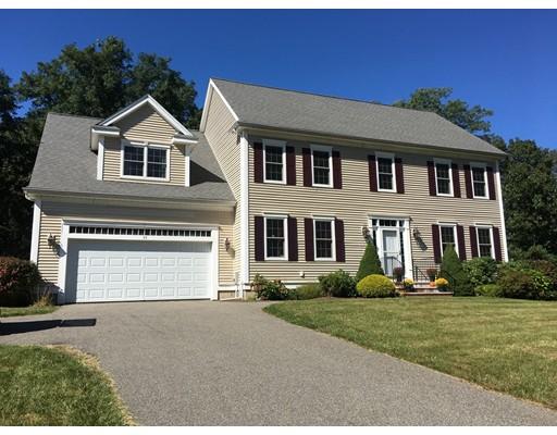 Maison unifamiliale pour l Vente à 55 Woodpecker Road 55 Woodpecker Road Stoughton, Massachusetts 02072 États-Unis
