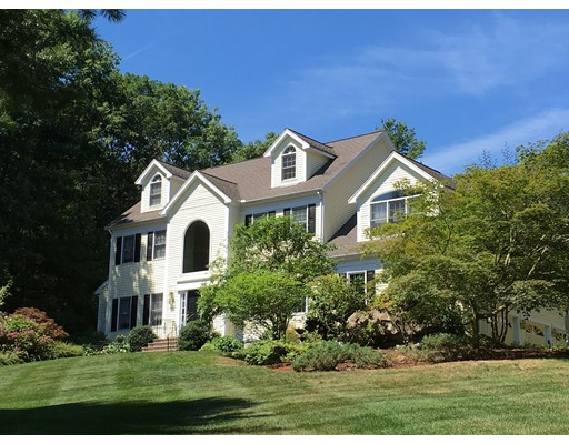 Single Family Home for Sale at 210 Pine Street 210 Pine Street Medfield, Massachusetts 02052 United States