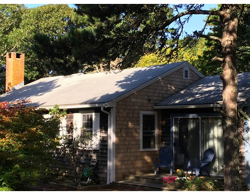 واحد منزل الأسرة للـ Sale في 85 Pine Needle Lane 85 Pine Needle Lane Eastham, Massachusetts 02642 United States