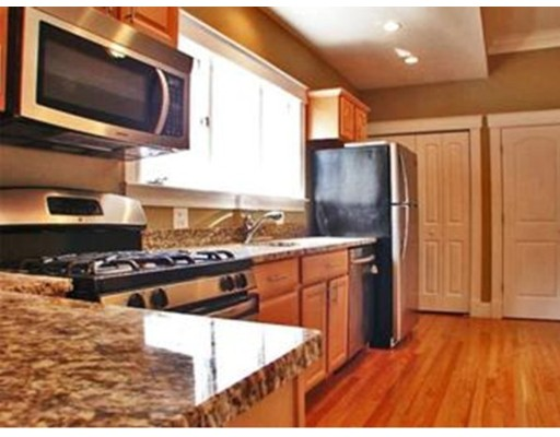 Casa Unifamiliar por un Alquiler en 102 Jaques Somerville, Massachusetts 02145 Estados Unidos